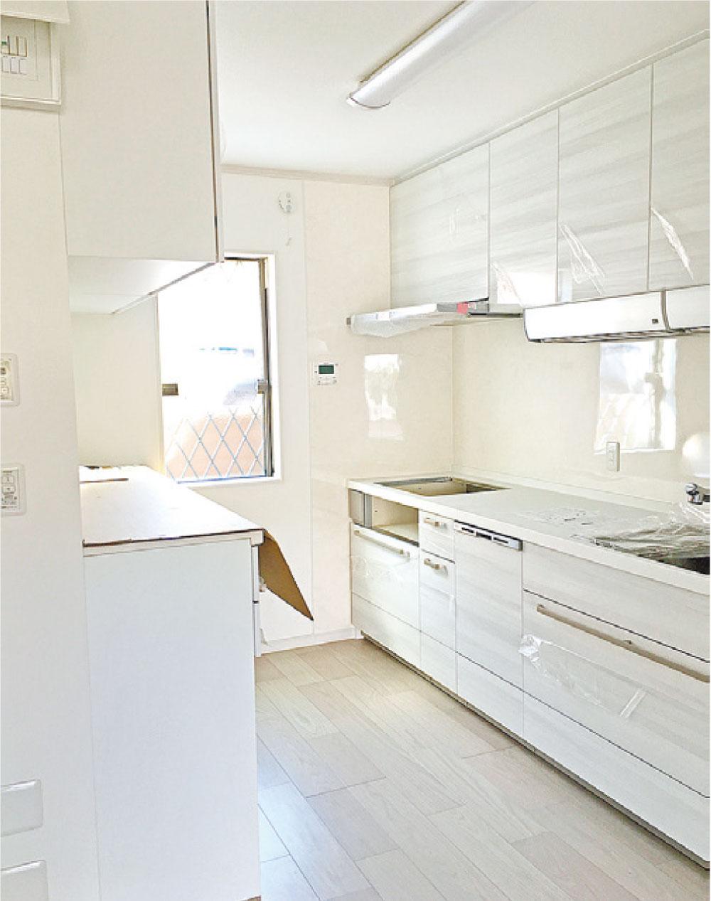 限られたスペースを有効活用 収納たっぷり白が基調の家